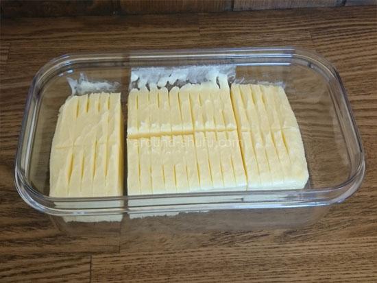バターカッターでカットされたバター