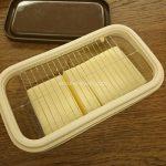 バターカッターでバターをカットする